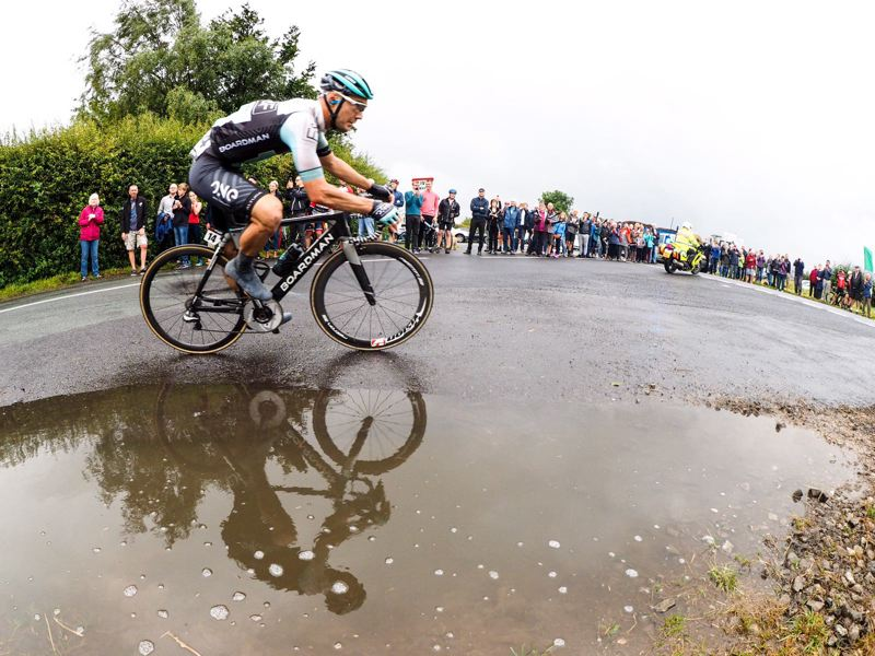 PETE WILLIAMS ANIMATES THE BREAK ON STAGE THREE AT THE TOUR OF BRITAIN